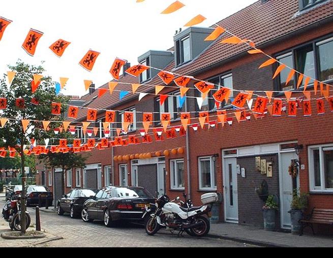 Street flags courtesy NL Planet